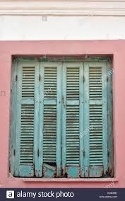 Einige Alte Grünen Fensterläden Mit Peeling Grüne Farbe Für Die