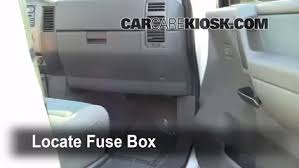 control de fusible interior en nissan pathfinder 2001 2004 2002 locate interior fuse box and remove cover