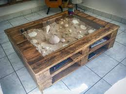 beachy keen pallet coffee display table table basse avec vitrine d exposition 1001 pallets