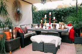 grandad dekoideen boho chic style garden furniture rattan sheepskin colorful pillow candle holder boho chic furniture