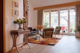Die wohnung ist löffelfertig eingerichtet: Antike Mobel In Die Moderne Einrichtung Integrieren Ideen Und Tipps Wohnzimmer Altbau Wohnideen K Simple Living Room Living Room Modern Cozy Living Rooms