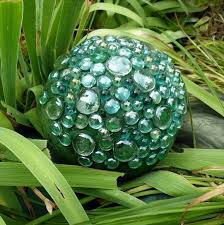 Decorated Bowling Balls original DIY garden decorations bowling balls ideas glass beads 4
