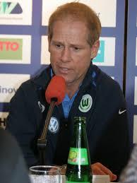 Wolfsburgs Co-Trainer Frank Pichatzek auf der Pressekonferenz nach dem Spiel. Chefcoach Bernd Huneke konnte wegen der ... - vl-frank-pichatzekgr