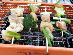 you can also prepare yakitori yakiniku and teppanyaki on the cast iron grill plate of a raclette grill