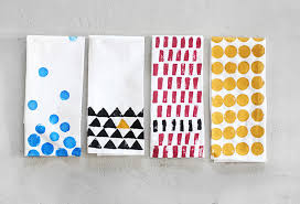 Printed Towels   31 Easy DIY Crafts https://diyprojects.com/easy