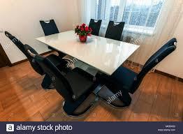 Weiß Aus Holz Und Glas Runder Esstisch Mit Sechs Stühlen Modernes