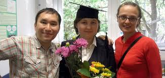 У каждого есть шанс russian daz После защиты диссертации Слева направо Айдан Ислями докторант из Казахстана Жанна