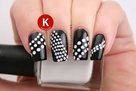 Black and White Dots | 40 Great Nail Art Ideas | Kerruticles
