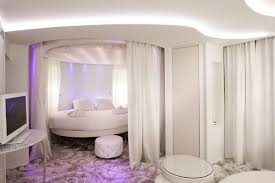 Paris Bedroom Decor For 12 Luxury Hotels And Resorts With Awesome Bedroom Designs