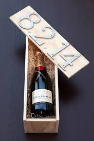 expensive looking diy wedding gift ideas diy wedding wine box gift easy and unique