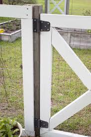 farmhouse style diy garden fence