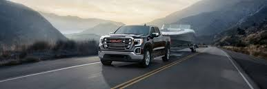 What's the difference between Chevy and GMC pickup trucks?