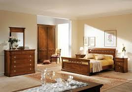 Poltroncina Per Camere Da Letto : Camera da letto classica in legno massello finitura noce