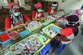Saking lamanya ada pekerja yang mewariskan pekerjaanya di pabrik kecap ini. Kecap Cap Kentjana Sejak 1960 Menjaga Kualitas Rasa Ondo Supriyanto