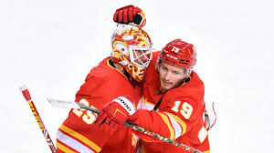 Maple leafs vs flames live stream game 2021 date time tv info how to watch live stream online, watch maple leafs vs flames and all sports live all the games, highlights and interviews live on your tv, pc & mobile. Flames Vs Maple Leafs Nhl Odds Picks Back Host Calgary In North Division Showdown