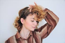 curly 1940s hair einfache 40er jahre frisur tutorial 13
