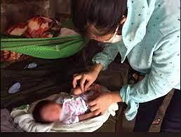 Tìm người thân cho bé trai sơ sinh bị bỏ rơi trong giỏ nhựa - VietNamNet