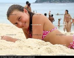 Resultado de imagem para imagens de adolescentes na praia