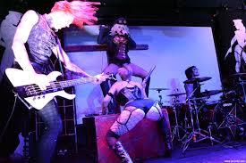 Genitorturers fetish on stage
