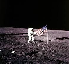 USA, morto Alan Bean: membro dell'Apollo 12, quarto uomo a ...
