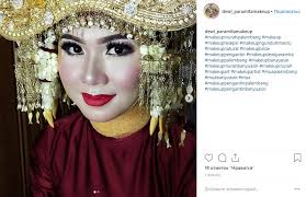 in fact bright makeup is not a whim but in the first place an unchanged attribute of the national tradition writes cosmos for exle in indonesia