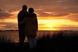 Verliebtes Altes Ehepaar Bei Sonnenuntergang Am Meer Sprüche Suche