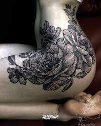 фото татуировки цветы в стиле графика дотворк татуировки на бедре