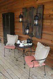 When thinking of fall, the rustic look automatically comes to mind so i've rounded up a handful of stylish rustic outdoor decorations! 34 Best Porch Wall Decor Ideas And Designs For 2021