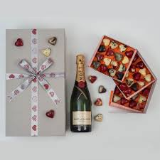 this moët en chandon chocolates valentine s gift set includes exclusive chocolates and a bottle of
