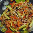 Китайского салат с огурцами и языком