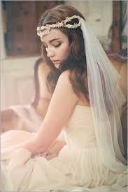 Brautfrisuren Mit Diadem Romantische Wellen Hochzeitsfrisur Offen