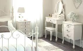 Off white bedroom furniture Distressed Vintage White Bedroom ...
