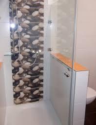 Modernes Badezimmer Weiß Gefliest Aufgelockert Mit Farbigen