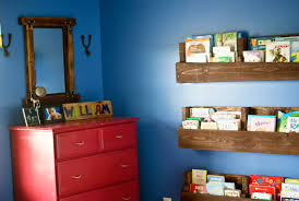 shipping pallet furniture ideas. VIEW IN GALLERY Diy Pallet Bookshelf Shipping Furniture Ideas