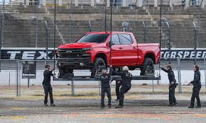 GM to hike output of large crew cab trucks with redesigned 2019s