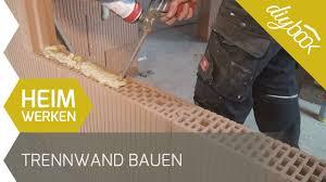 Unsere anleitung inklusive tipps zu den unterschiedlichen bauweisen und materialien. Trennwand Bauen Mauern Ohne Mortel Youtube
