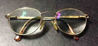 picture of an example of anti reflective lenses in a pair of eyeglasses