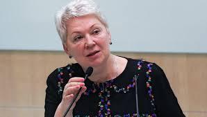В Минобрнауки назвали сроки окончательного решения по диссертации  Министр образования и науки Ольга Васильева выступает на заседании Совета Федерации 10 октября 2017