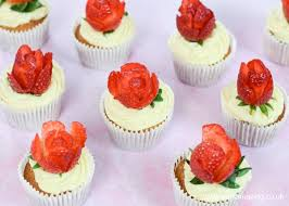 Strawberries Cream Cupcakes Recipe With Strawberry Roses