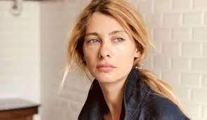 Her maternal family is immigrant from bulgaria (balkan turk) and romania (tatar). Tuba Unsal Yasananlara Bir Asker Kizi Olarak Bakiyorum Da