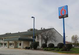 Motel Six We Ll Leave The Light On For You Motel 6 Says Employees Will Be Prohibited From Sharing Guest