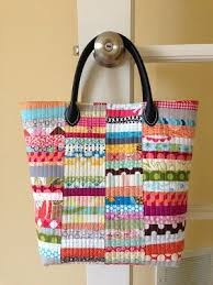 170 best images about Purses and Pouches on Pinterest | Zippered ... & Fabric Strips Bag [crazy mom quilts] - Love scraps! I would like to · Quilted  Bags PatternsQuilted ... Adamdwight.com