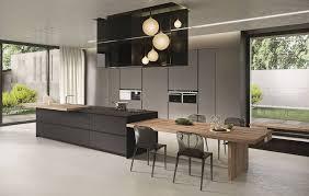Superfici e finiture resistenti per la cucina ambiente cucina