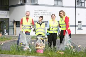limerick hold largest clean up in europe paul o connell and keith earls arrived to monaleen for tlc3 the cake looks delicious pic twitter com hy2t9mzq4r