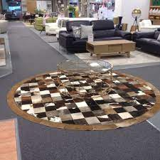 coffee table on round rug