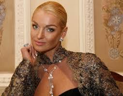 Скандально известная балерина Анастасия Волочкова отмечает й  Скандально известная балерина Анастасия Волочкова отмечает 39 й день рождения