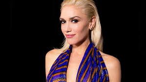 gwen stefani s makeup artist on her new look with a new love she s feeling very flirty and feminine
