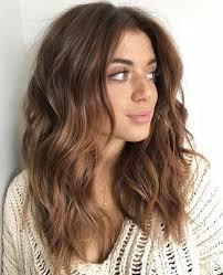 احدث قصات شعر متوسط الطول للوجه النحيف مشاهير