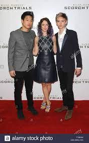 Londres, Royaume-Uni. 7 Septembre, 2015. L'acteur américain Lee Hong Ki (à  gauche), actrice anglaise Kaya Scodelario (centre) et l'acteur anglais  Thomas Sangster (droite) d'assister le labyrinthe Runner : le procès de  roussissement