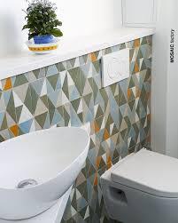 Badezimmer Spiegelwand Mit Dreieckigen Mosaic Fliesen In Einer